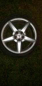 4 Mags Mercedes 18 pouces avec 4 pneux hivers Nokian 245/40/r18