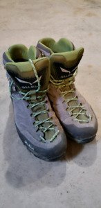 Mens Backpacking Boots