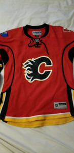 Womens size M Medium Calgary Flames RBK Jersey