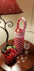 Wine Bag/Tote. Handmade with jute fabric. Hostess Gift. Reusable