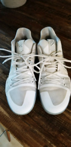 Mens Kyrie 3 - size 11 - all white