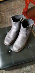 Roots Shorty Boot Tribe Grey Leather Size 7.5