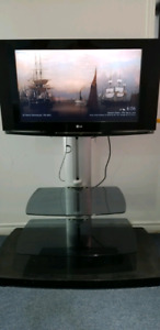 LG 32 Inch LCD with HDMI Port + Sanus stand in Excellent Conditi