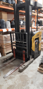 Forklift Narrow Isle Electric
