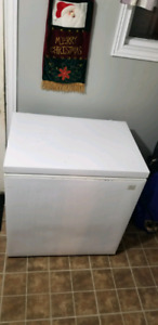 One small Kenmore deep-freeze 7 cubic feet