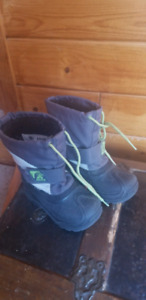 Kid boots size 3