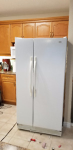 Side by Side Refrigerator and Range