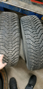 2x Winter tires Good Year Nordic 215/70/15 excellent