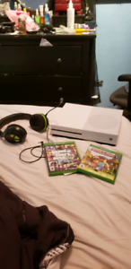 Xbox1 with 2 games, turtle beaches, controller. Like new.