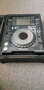 Pair of Cdj 2000 nexus for sale with cases