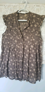 Maternity clothes (various sizes that fit to medium)