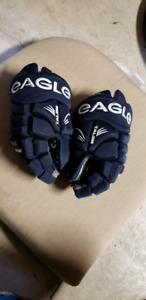 Hockey Gloves Eagle | Kijiji in Ontario  - Buy, Sell & Save
