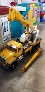 Bruder crane @ clic klak mississauga used toy warehouse