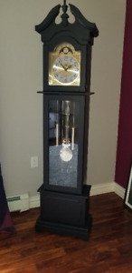 GRANDFATHER CLOCK - Like NEW