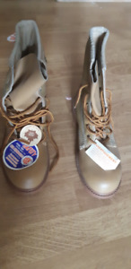 Men's steel toed Safety boots. Size 8. New brand