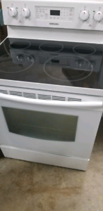 SAMSUNG WHITE CERAMIC TOP ELECTRIC RANGE