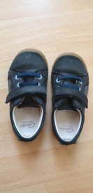 Clarks girls infant size 6G navy shoes