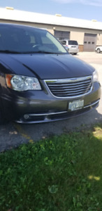 LIKE NEW 2016 Chrysler Town and Country Touring  LTD