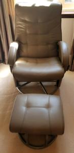 Nursing / Feeding Chair & Ottoma- Babyhood Diver Glider