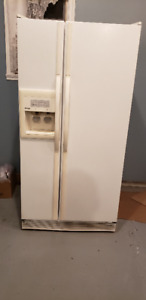 Kenmore Coldspot side by side refridgerator