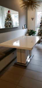 White extendable dining table (Mobilia Westlyn)