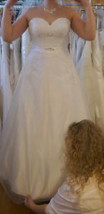 Wedding dress for sale for 200$