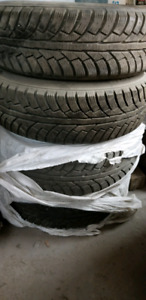4x Winter Tires 215/70/16 (10/32) with rims Honda CRV NEGOTIABLE