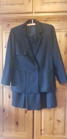Vintage Loretta bloom skirt suit. Size 8