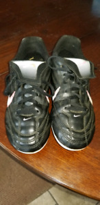 Girls Soccer Cleats  Size 1 Nike