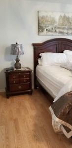 Queen Bedroom set (5 pieces) Brown Wood