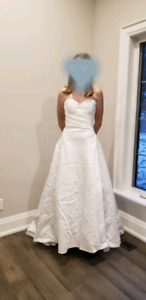 Beautiful heart shaped wedding gown bridal size 8