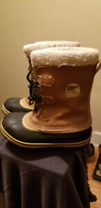 Youth Sorel boots size 5