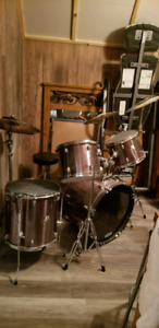 CHEAP: CB COMPLETE DRUM SET **NEED GONE
