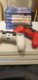 PS4 PRO 1TB - *WHITE* + 2 Controllers, 5 Games