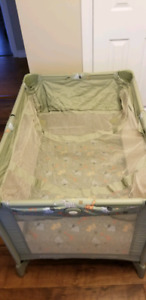 GRACO folding travel playpen & sleeper