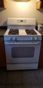 GE Gas Stove with self cleaning oven