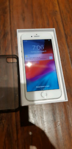 iPhone 8 mint condition 64GB unlocked ,white