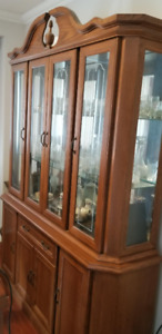 An OAK Buffet and HUTCH - EXCELLENT Condition. Don't miss.