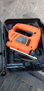 BLACK AND DECKER JIGSAW IN GOOD CONDITION WITH CASE