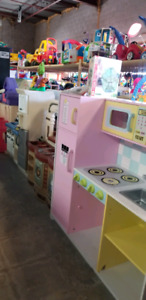 Kitchen @ clic klak used toy warehouse