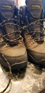 Men's Size 8 Wind River Hiking Boots