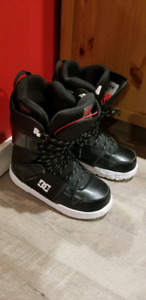 DC SNOWBOARD BOOTS SIZE 10!!!