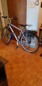 Vélo de ville Specialized Globe à vendre - Excellent état
