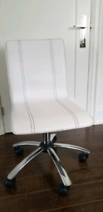 Structube white office chair on wheels