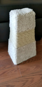 Cat scratching post- like new