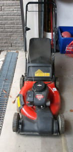 "Tondeuse Yard Machines 21"" 3-in-1 Self-Propelled Lawn Mower"
