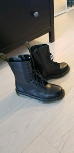 Brand new Dr. Martens limited edition IZZUE sz 8