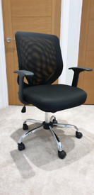 Mesh desk chair - good as new