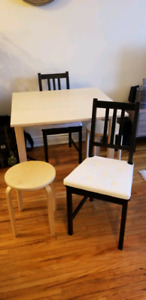 Extendable dining table with 2 chairs and 2 stools - check post