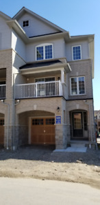 End unit Town House 3BR/3WR for rent in Ajax $1950 (upper level)